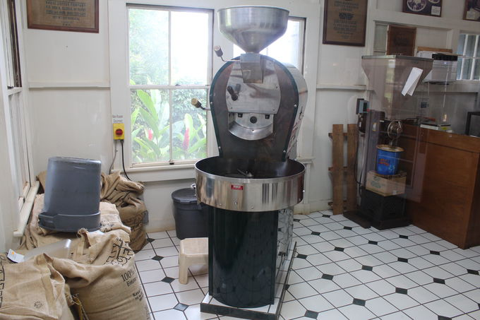 コーヒーが出来るまでの映像や工場行程を見学