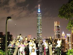 台北101と街並み夜景の絶景スポット!象山六巨石ハイキング
