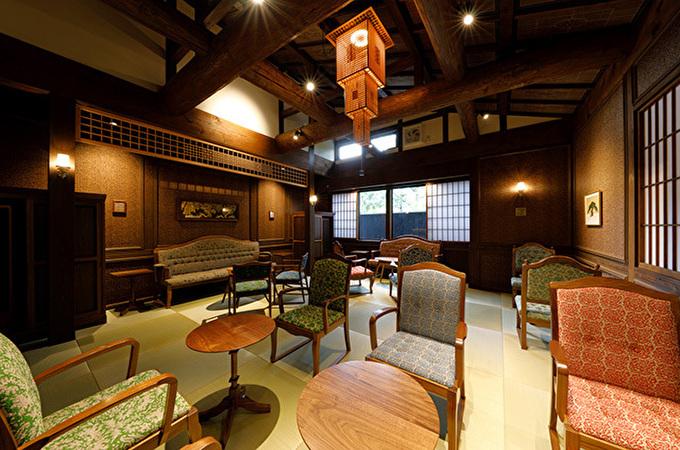 水戸岡鋭治デザイン!湯布院「草庵秋桜」は三世代で楽しめる宿