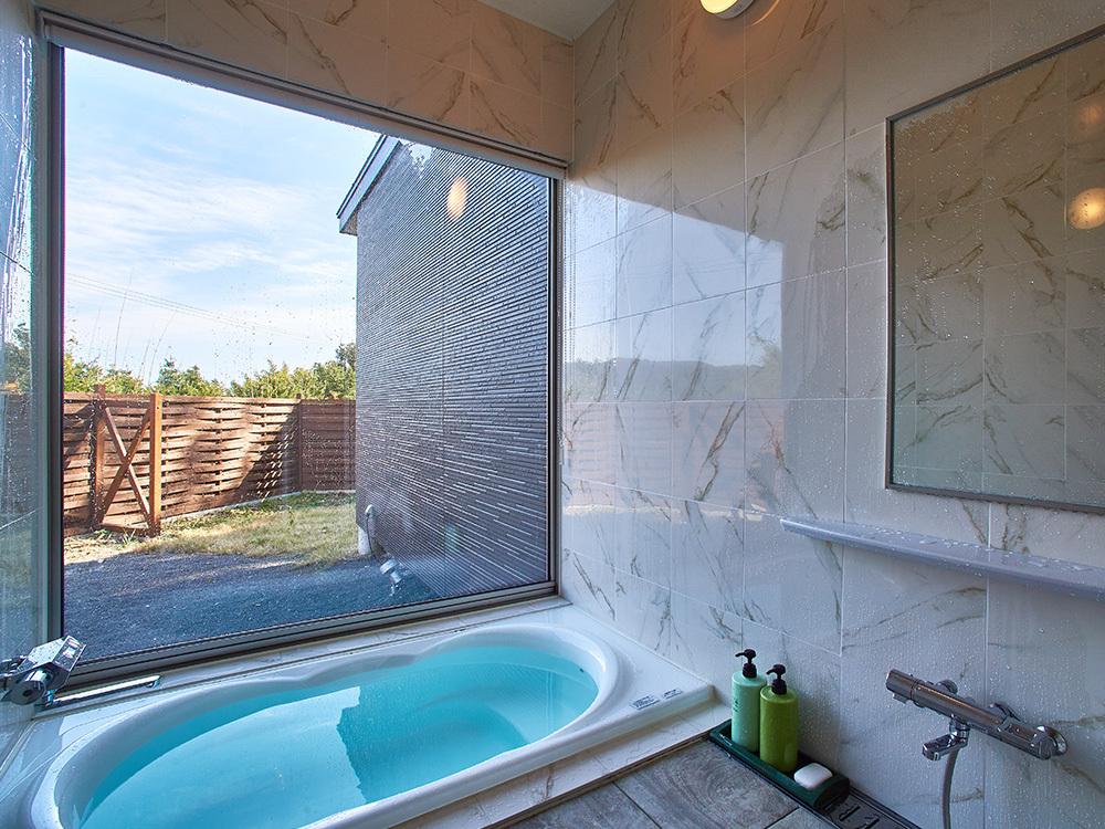 海の見える内風呂付きの部屋は本館に2部屋のみ