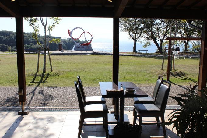 海を眺めながらのデートにピッタリのカフェ「AWASHIMA」