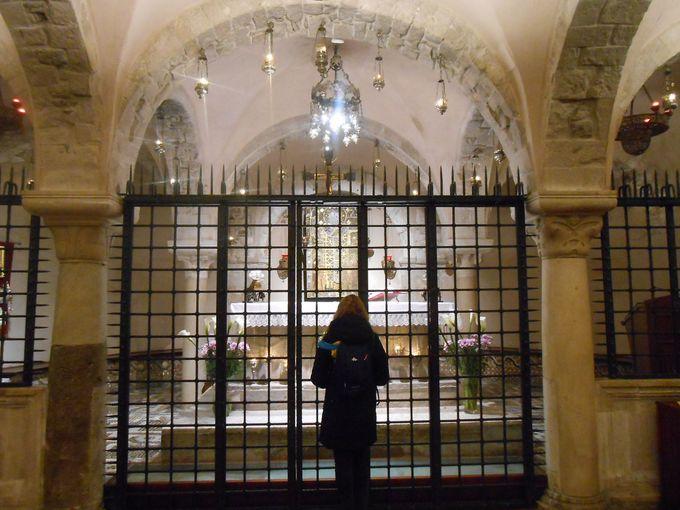 サン・ニコラ聖堂巡礼土産の定番!神秘の聖水とは?