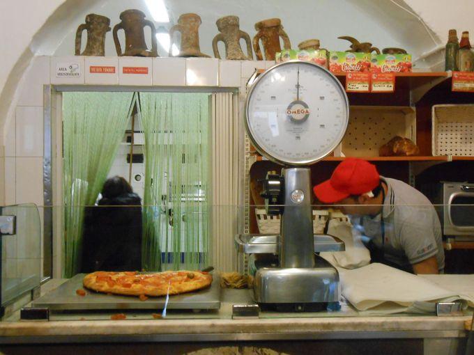 バーリの下町で味わう「フォカッチャ・バレーゼ」