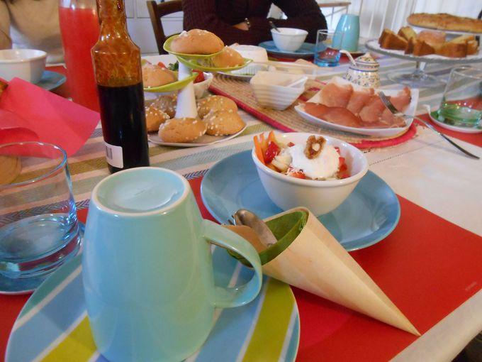 彩り豊かな朝食と楽しいおしゃべり