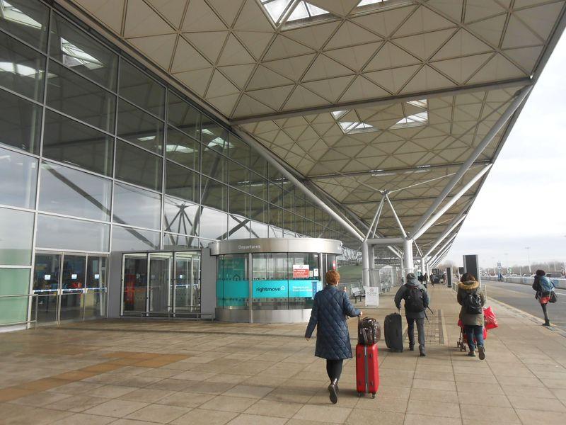 ロンドンLCC利用に空港から2分「ハンプトン バイ ヒルトン ロンドン スタンステッド エアポート」