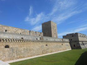 複雑なプーリアの歴史を象徴する南伊バーリの顔「ノルマンノ・スヴェヴォ城」