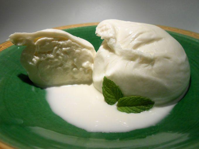大雪が原因で生まれたチーズ「ブッラータ」