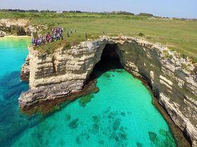 クリアブルーの海!イタリア半島最東端の町オトラントは人気の避暑地