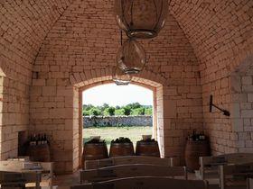 南伊トゥルッリに囲まれた「I PASTINI」で心に残るワイン時間を!
