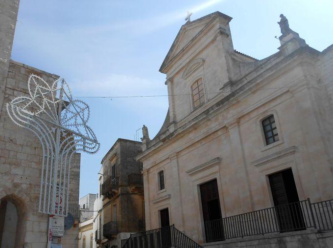 中世の貴重な彫刻がある聖母教会