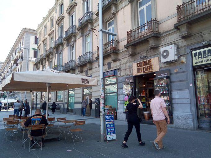 ナポリ中央駅から徒歩2分!利便性に優れた立地