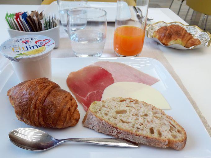 朝はたっぷりの朝食から!