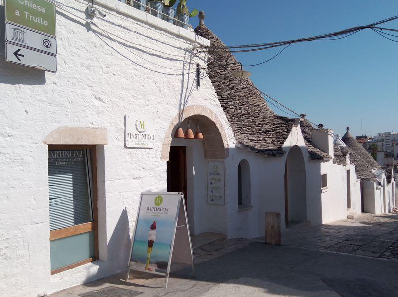 世界遺産アルベロベッロのおすすめカフェ5選!とんがり屋根の人気店も