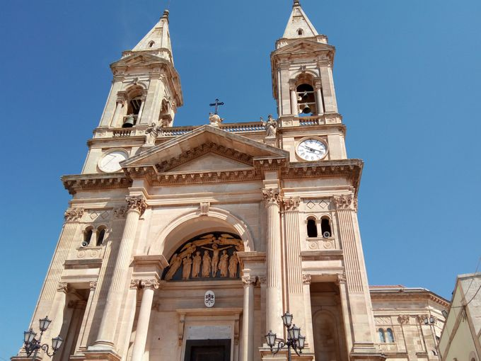 10:30〜11:30 町の北側で教会と博物館を見学