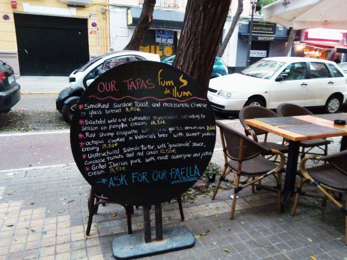 世界中から人が集まる!モダンなスペイン料理店