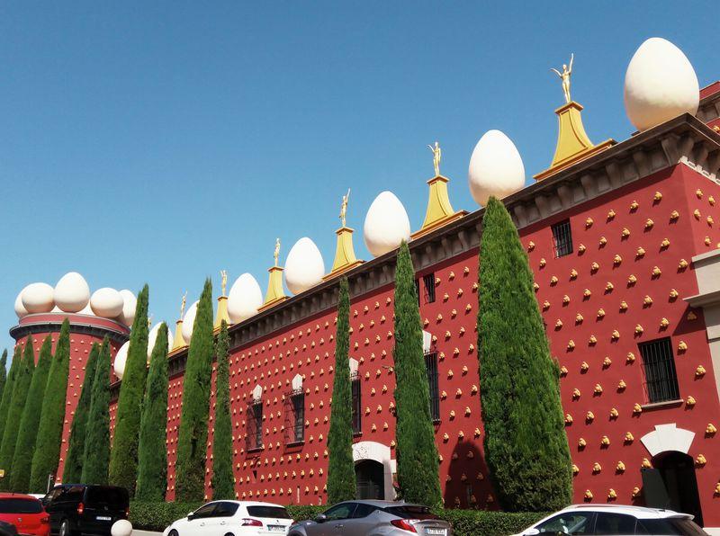 バルセロナから1時間!「ダリ劇場美術館」で心躍る日帰りアート旅