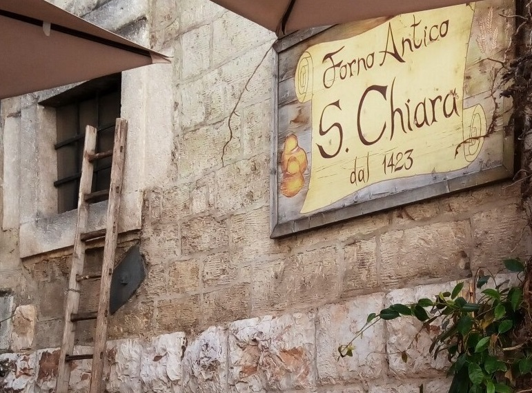 世界中に名を馳せる旧市街の人気店