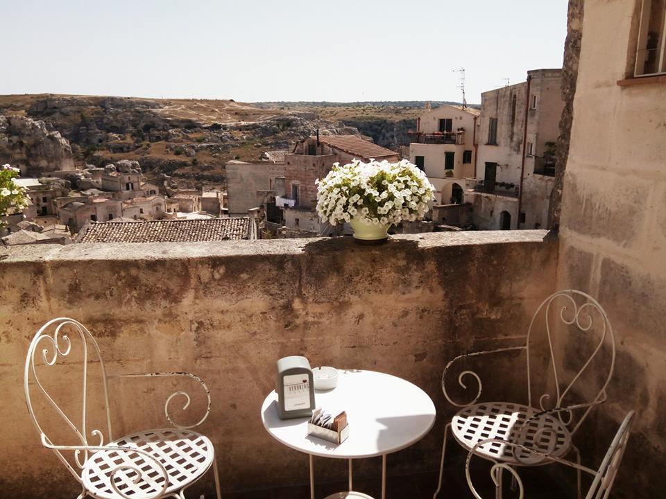 カヴェオーソ地区を眺める絶景カフェ