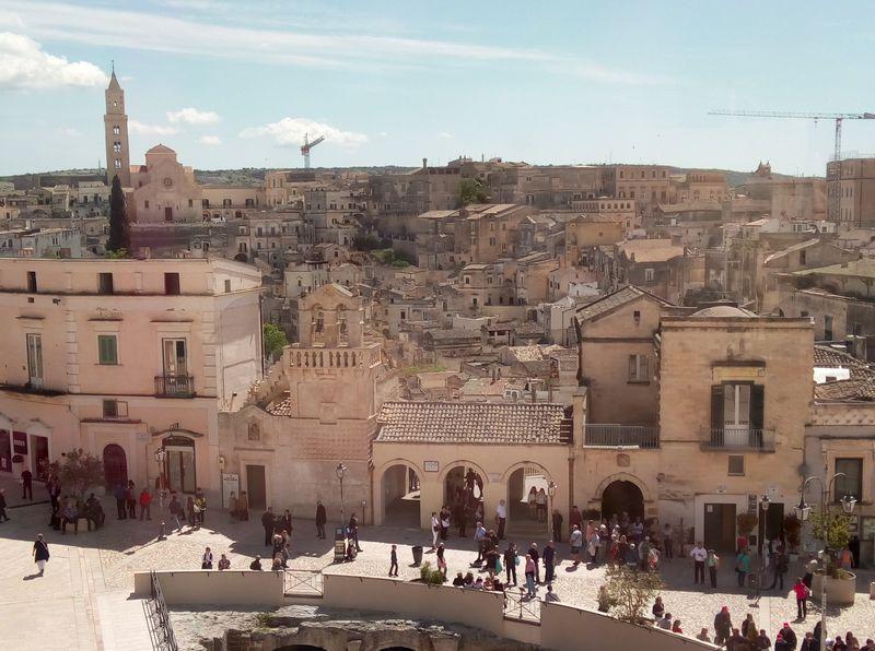 映画「007」の舞台!南伊・世界遺産マテーラ絶景スポット5選
