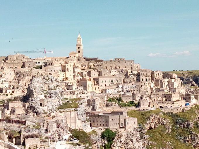 カヴェオーソ地区を眺める岩窟教会