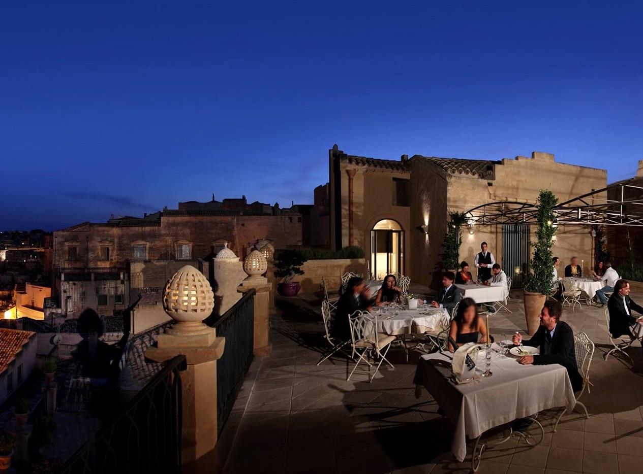 ロマンチックな夜景を堪能するディナー