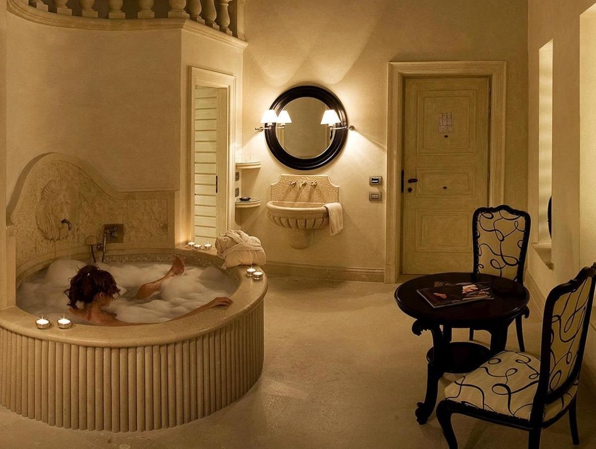 貴族気分を味わう贅沢な客室