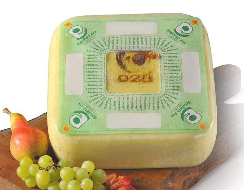 荷鞍で運ばれた角形チーズ