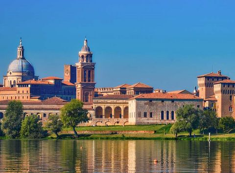 湖に囲まれた北伊ルネッサンスの街・世界遺産「マントヴァ」
