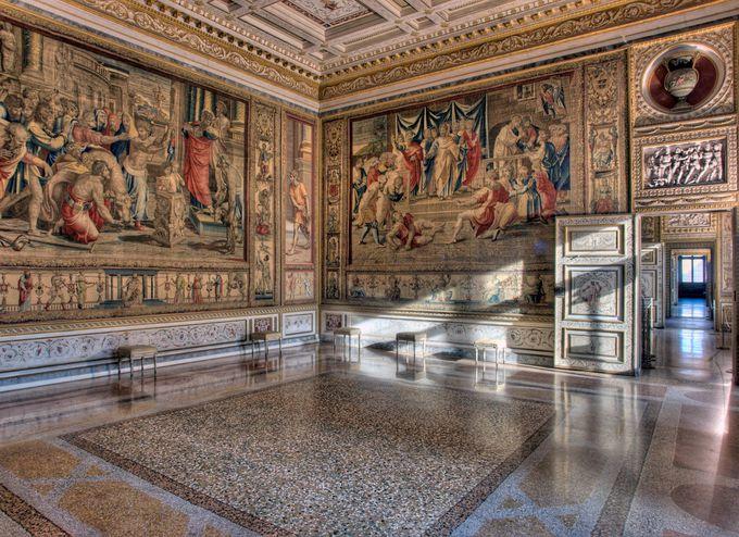 必見の観光スポット!ドゥカーレ宮殿