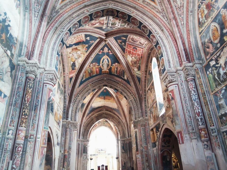 フレスコ画に包まれた大聖堂