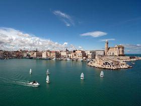 アドリア海の風が心地よい!海辺に建つ大聖堂の街・南伊トラーニ