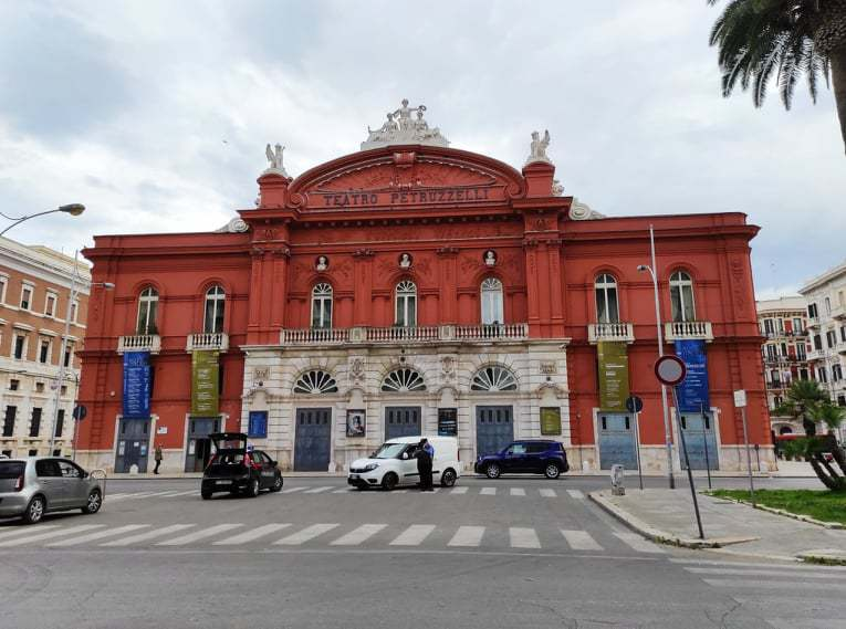ペトゥルッツェッリ劇場