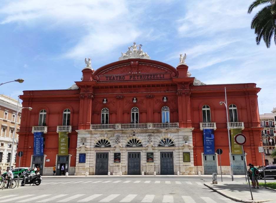 イタリア第四の歌劇場「ペトゥルッツェッリ劇場」の魅力と楽しみ方