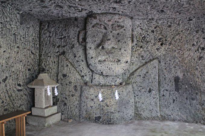 謎の石像は神?仏?それとも・・・