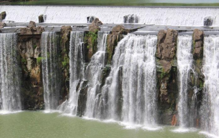 「沈堕の滝」はダムと融合している?