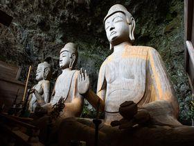 一度は拝んでおきたい!大分「龍岩寺」の秀逸なる三尊仏