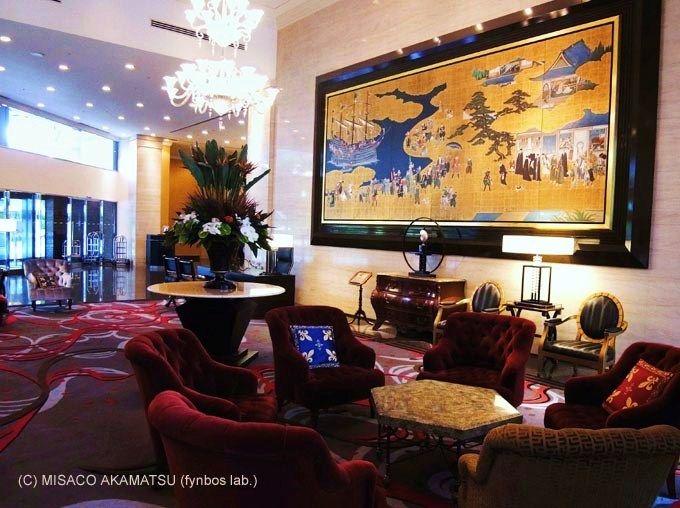 和洋折衷の豪奢な陶板絵画、チェックイン後は旬のスイーツ&シャンパンを!
