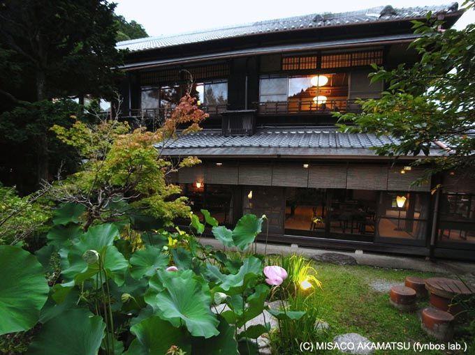 大阪とは思えない長閑な風景と響き合う、凛とした日本建築