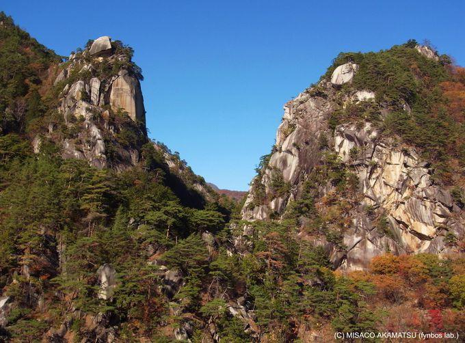 鋭く切り立つ『覚円峰』は「昇仙峡」のシンボル