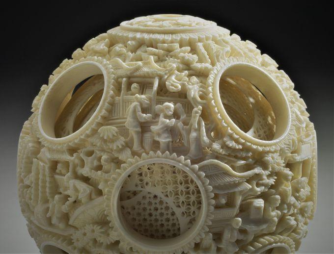 華麗な彫刻が施された美しすぎる多層球
