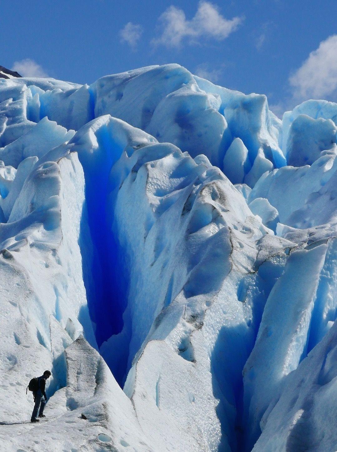 その高さに圧巻!氷河の高さはビル15階?!