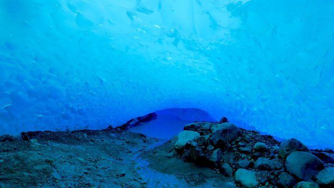 アイスドーム(氷の洞窟)はまさに青の洞窟!