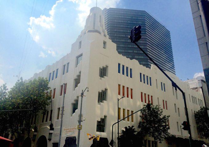 20世紀を代表するアールデコ建築も見逃せない
