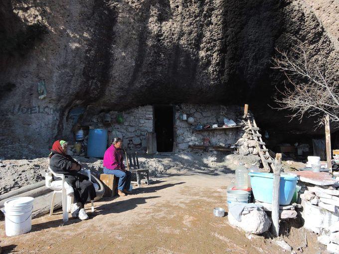 先住民族の住む村で途中下車