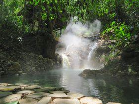 湯かげんも景色もちょうど良い!中米ホンジュラスの秘湯「ジャガー・ムーン・スパ・リゾート」