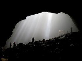 インドネシア「ジョムブラン洞窟」で天の光を浴びてみませんか?