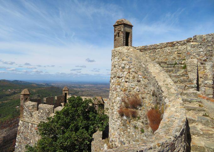 お城は村のシンボル