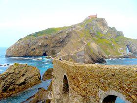 荒波に浮かぶ修行の島!スペイン・バスク地方「サン・ファン・デ・ガステルガチェ」