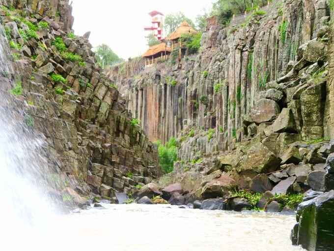 マグマがつくった奇岩の世界