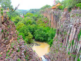 奇岩の渓谷!メキシコ「サンタ・マリア・レグラ玄武岩プリスムス」